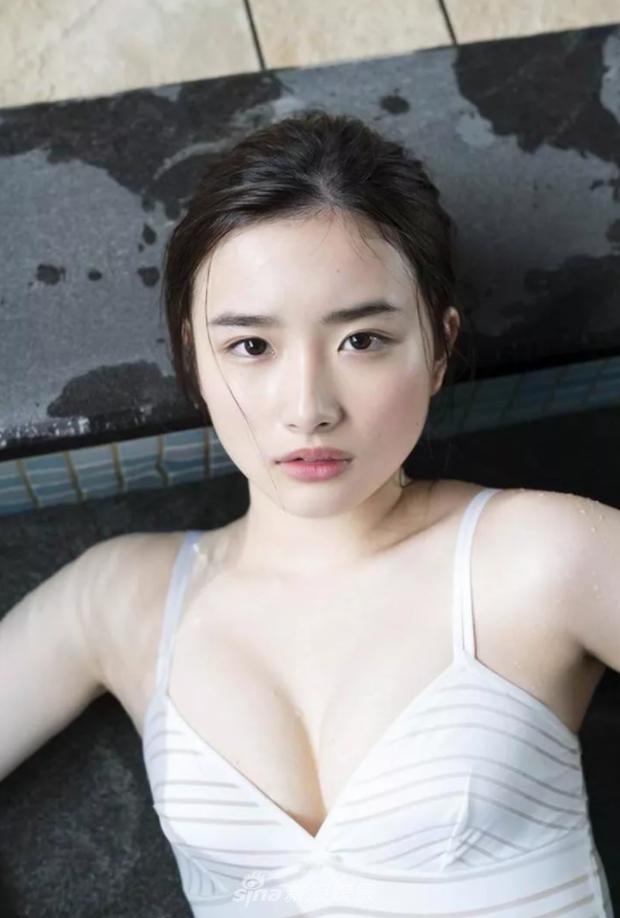 Mặt ngây thơ nhưng body bốc lửa, mỹ nhân sinh năm 2000 này chính là gương mặt trang bìa Playboy Nhật Bản - Ảnh 7.