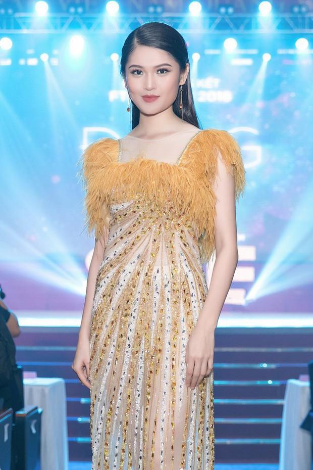 Trang điểm xinh rạng ngời, thần thái miễn chê nhưng Á hậu Thùy Dung vẫn mất điểm vì chọn váy quá rườm rà  - Ảnh 1.