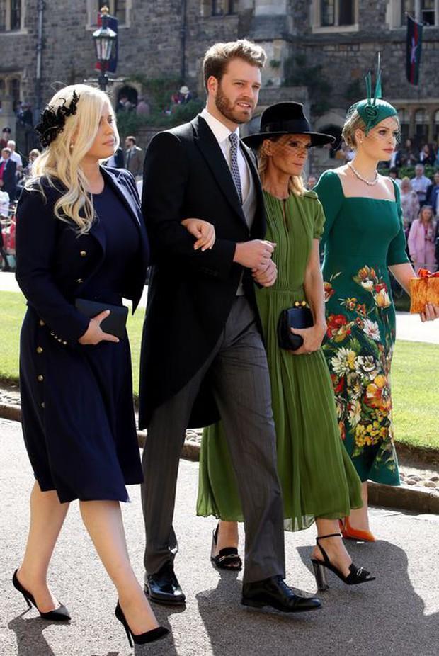 Bộ ba anh chị em quý tộc đẹp như tranh vẽ tại đám cưới Hoàng gia: người nổi tiếng với vai trò siêu mẫu thời trang, kẻ sống ẩn dật ôm nỗi buồn mất mát - Ảnh 9.