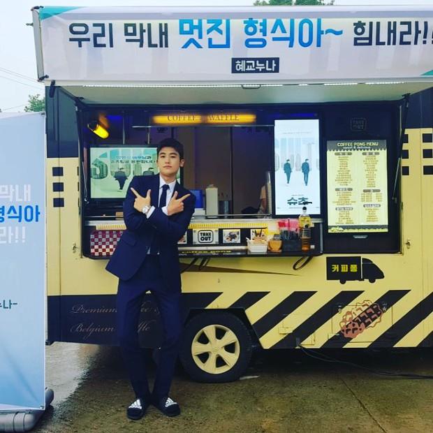 Mỹ nam Người thừa kế Park Hyung Sik khoe được Song Hye Kyo tặng quà, fan tò mò mối quan hệ giữa 2 ngôi sao - Ảnh 4.
