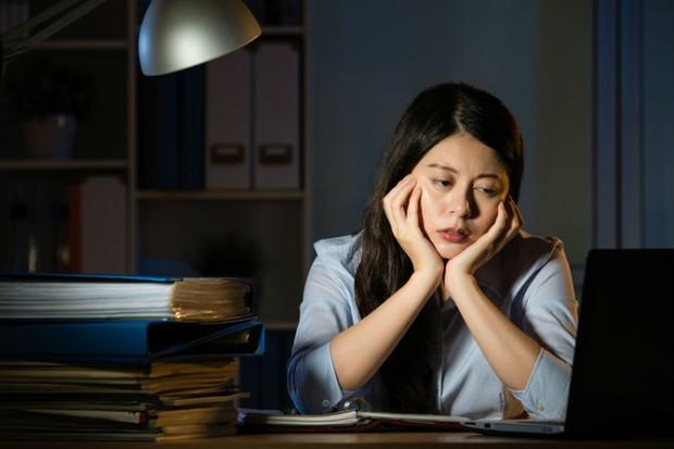 Ngủ nhiều giờ đồng hồ mà vẫn cảm thấy kiệt sức, bạn có thể gặp phải một loạt vấn đề sức khỏe sau - Ảnh 4.