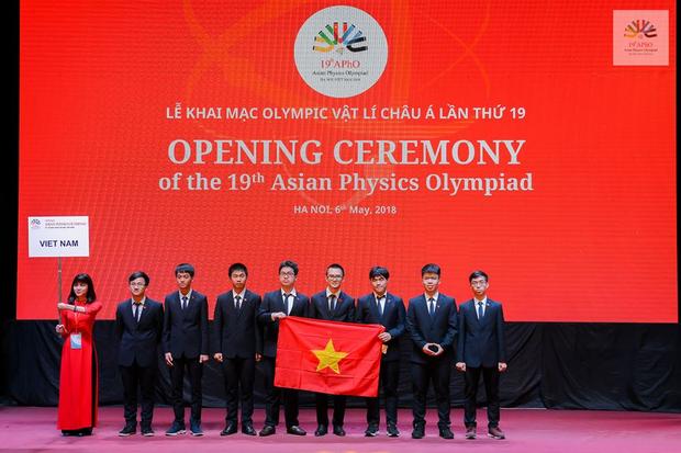 Học theo phương pháp không cần phấn, chỉ trao đổi trực tiếp, nam sinh Bình Phước đoạt Huy chương vàng Olympic Vật lý châu Á - Ảnh 1.