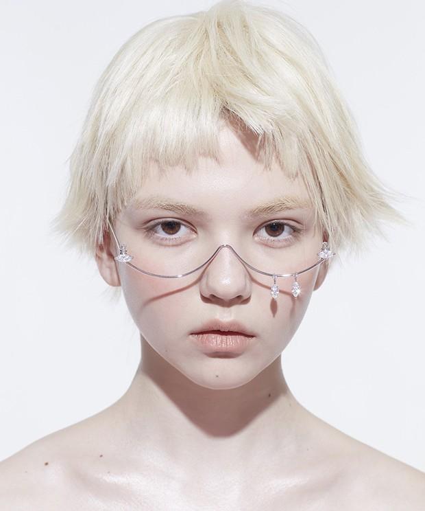 Chi Pu và Bích Phương đều đã tậu chiếc kính không hiểu đeo để làm gì, còn bạn đã biết đến kiểu kính hot trend này chưa? - Ảnh 5.