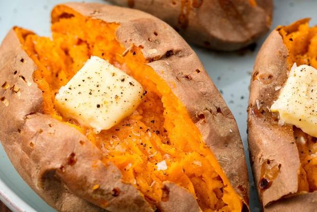 Đây là những thực phẩm mà hội con gái thường xuyên bị khô tróc da nên bổ sung vào chế độ ăn - Ảnh 4.