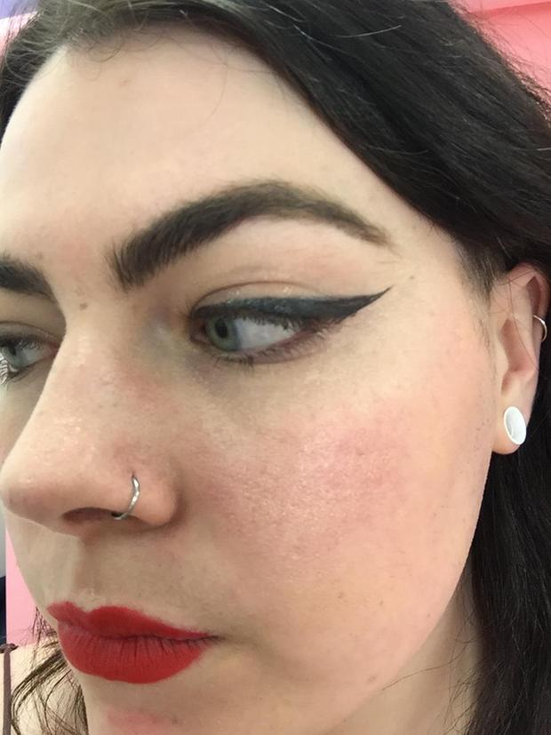 Cô gái này đã thay hội chị em thử 9 cây bút kẻ mắt dưới 230.000 VNĐ và đây là những gì cô ấy rút ra được - Ảnh 23.