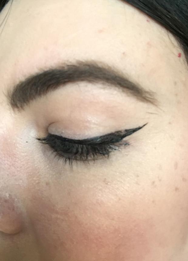 Cô gái này đã thay hội chị em thử 9 cây bút kẻ mắt dưới 230.000 VNĐ và đây là những gì cô ấy rút ra được - Ảnh 35.