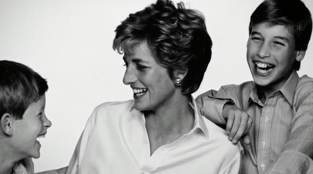 Nhan sắc và khí chất hoàn hảo của cố Công nương Diana trong những khoảnh khắc xưa - Ảnh 18.