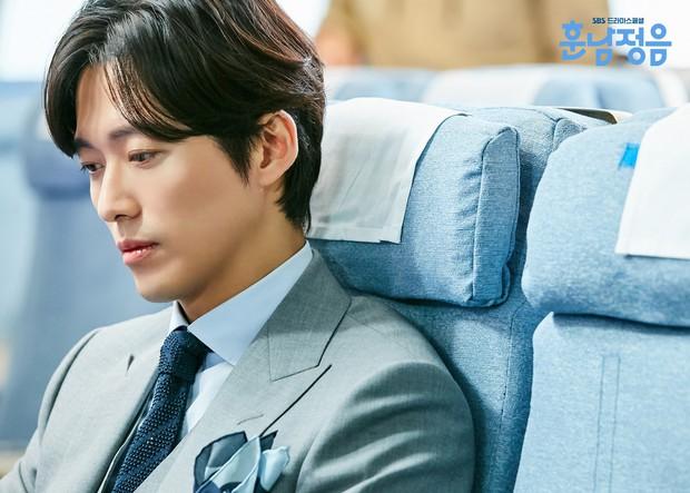 Phim mới của Hwang Jung Eum: Khi cái hài lố trở nên duyên hơn nhờ nam chính - Ảnh 3.