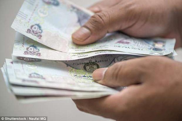 Người đàn ông Dubai ly dị vợ sau 15 phút kết hôn vì bố vợ quá mê tiền - Ảnh 2.