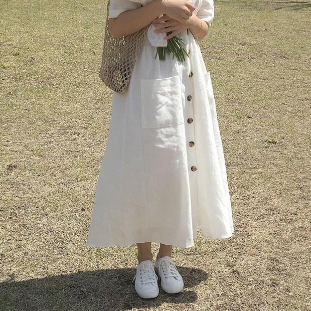 Mẫu váy trắng của Zara đang hot quá, bao cô nàng diện, bao nhãn hàng tung ra thiết kế ăn theo  - Ảnh 11.