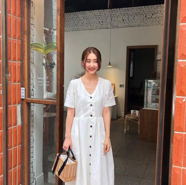 Mẫu váy trắng của Zara đang hot quá, bao cô nàng diện, bao nhãn hàng tung ra thiết kế ăn theo  - Ảnh 5.