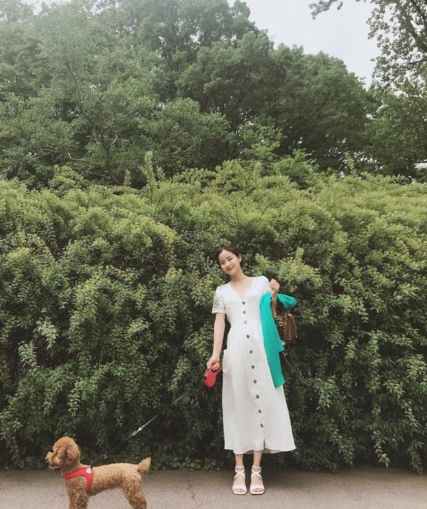 Mẫu váy trắng của Zara đang hot quá, bao cô nàng diện, bao nhãn hàng tung ra thiết kế ăn theo  - Ảnh 7.