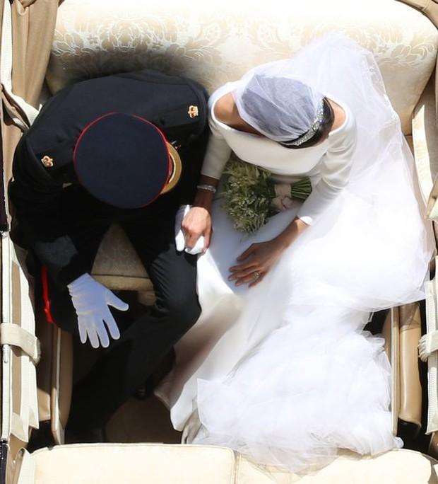 Câu chuyện đằng sau bức ảnh cưới Hoàng gia được chia sẻ nhiều nhất trên mạng xã hội - Ảnh 1.