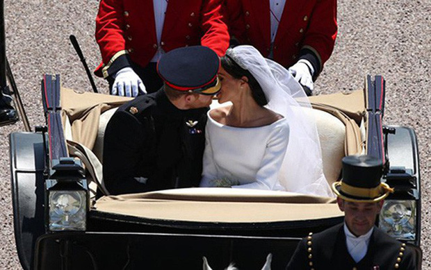 Câu chuyện đằng sau bức ảnh cưới Hoàng gia được chia sẻ nhiều nhất trên mạng xã hội - Ảnh 2.