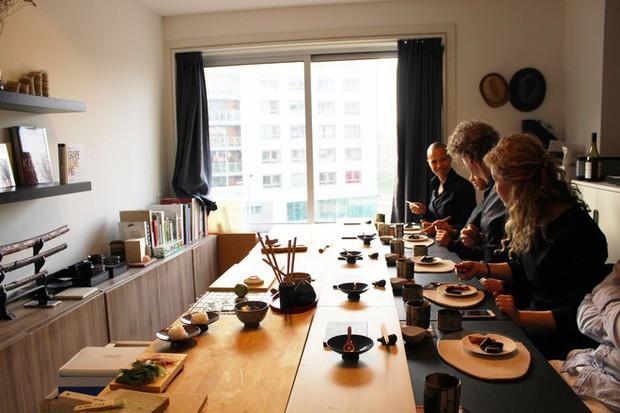 Tự mở nhà hàng Nhật trong phòng kí túc, anh chàng 21 tuổi khiến giới sành ăn ở Amsterdam phải ngỡ ngàng - Ảnh 3.