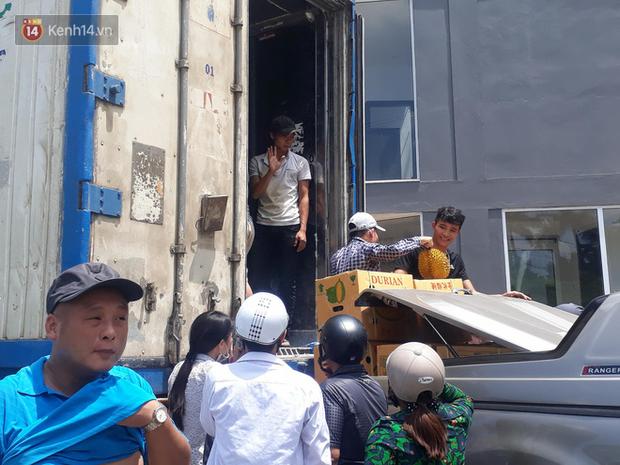 Bỏ tiền giải cứu 17 tấn sầu riêng giữa trưa hè Hà Nội, người mua thất vọng với chất lượng thực tế: Tài xế lên tiếng - Ảnh 3.