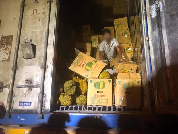 Chia sẻ thêm của tài xế vụ giải cứu 17 tấn sầu riêng ở Hà Nội: Tôi đã rất cố gắng giải thích nhưng nhiều người không nghe - Ảnh 3.