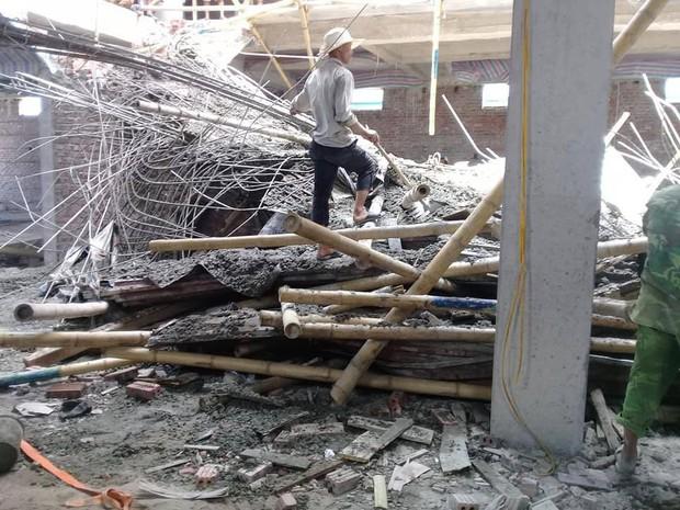 Sập giàn giáo công trình xây dựng siêu thị của 1 đại gia Nam Định, 2 người thương vong - Ảnh 1.