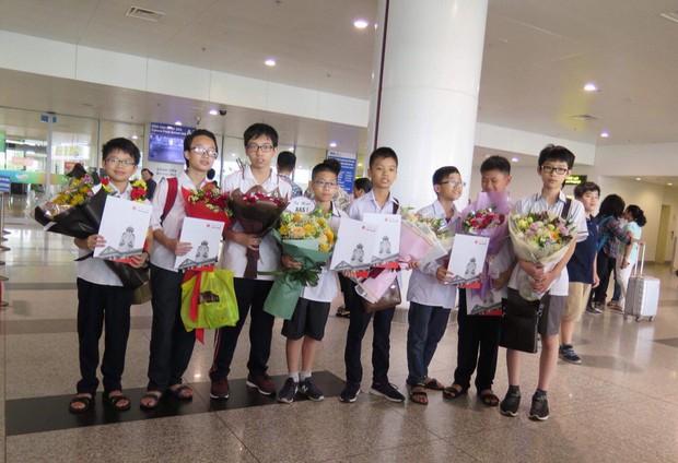 Học sinh Việt Nam giành 6 Huy chương Vàng tại Olympic Toán châu Á - Thái Bình Dương 2018 - Ảnh 1.
