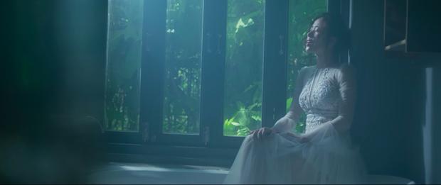 Nam Em hát tiếng Thái, gây ám ảnh với tạo hình ma nữ khóc ra máu trong MV mới - Ảnh 2.