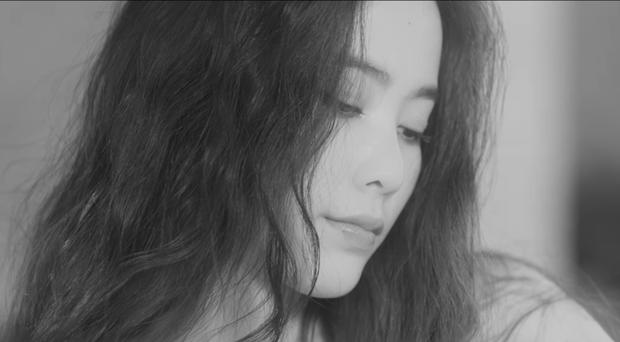 Nam Em hát tiếng Thái, gây ám ảnh với tạo hình ma nữ khóc ra máu trong MV mới - Ảnh 7.