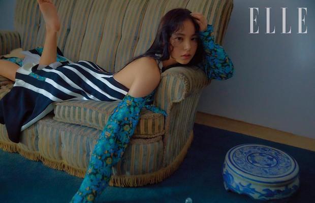 Hở bạo khoe lưng trần quyến rũ, Min Hyo Rin khiến dân tình phải thốt lên Đúng là nàng thơ của Taeyang - Ảnh 1.