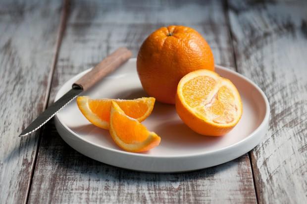Chỉ ăn một miếng trái cây mỗi ngày, cô gái 15 tuổi suýt chết vì cố nhịn ăn để giảm cân - Ảnh 2.