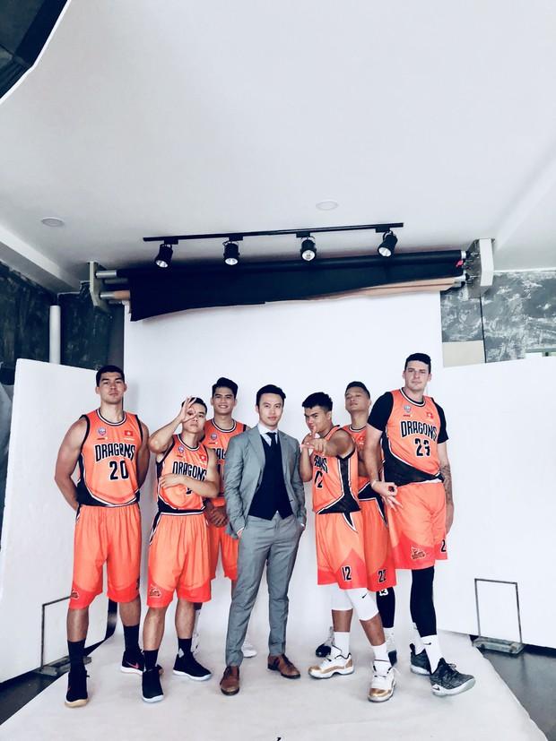 Khi shark Khoa chụp cùng đội tuyển bóng rổ của mình: Quá nhiều trai đẹp trong một khung hình! - Ảnh 4.