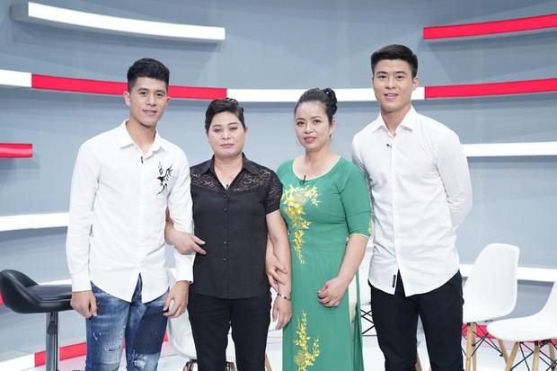 Duy Mạnh - Đình Trọng U23 chia sẻ trên truyền hình về việc được fan ghép thành 1 đôi - Ảnh 1.