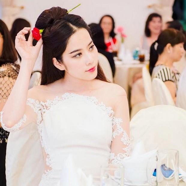 Là đụng hàng hay là Nam Em cố tình mặc lại chiếc váy Nhã Phương diện hôm được Trường Giang cầu hôn? - Ảnh 1.