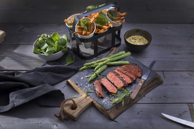 Tin vui cho người ăn chay: đã có món thịt bò chay 100% làm từ thực vật bán ra thị trường - Ảnh 3.