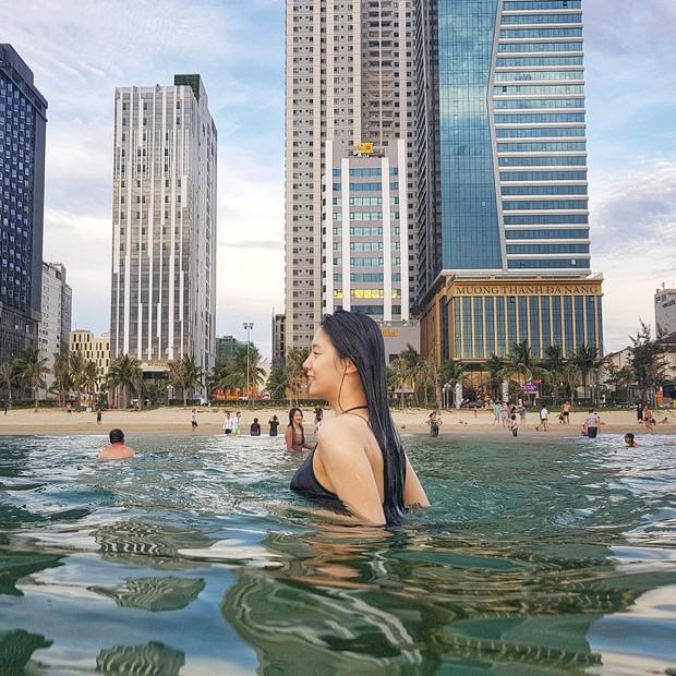 Bị fan Việt khủng bố, Hyoyoung tiếp tục vui vẻ khoe vòng một khủng đầy sexy trên biển Đà Nẵng - Ảnh 3.