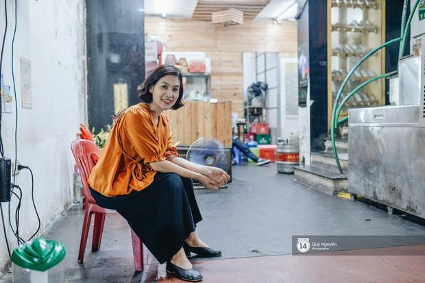 Cuộc sống hiện tại của Nguyệt trong Phía trước là bầu trời: Sáng đi dạy múa, tối về làm chủ quán bia - Ảnh 2.