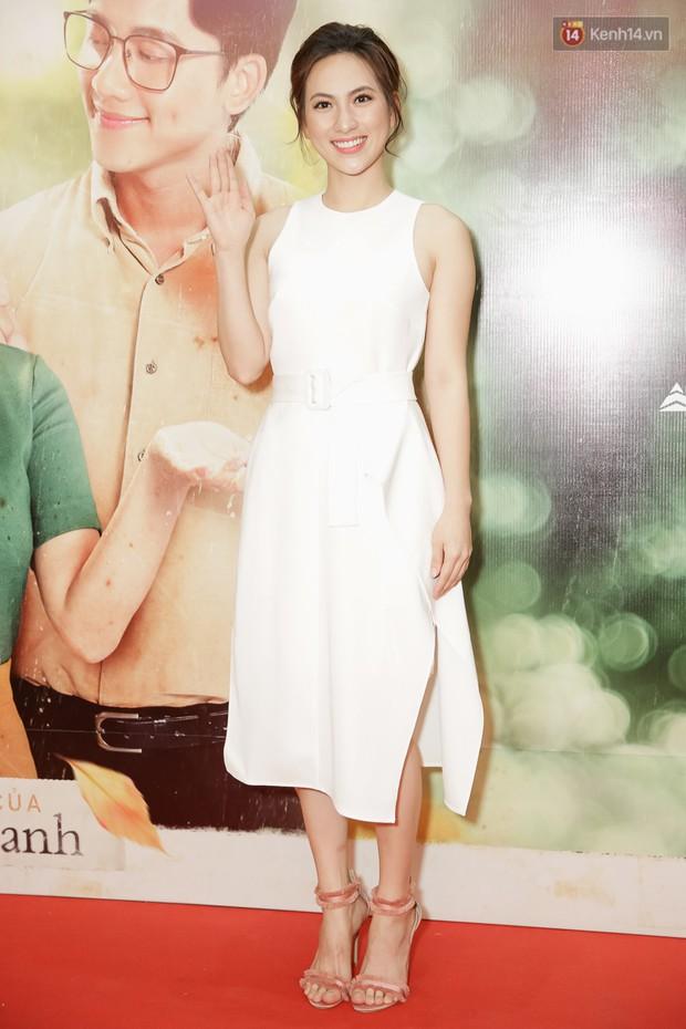 Trang Hý mặc đồ như quý bà sang chảnh, nổi bần bật giữa dàn diễn viên Em Gái Mưa - Ảnh 8.