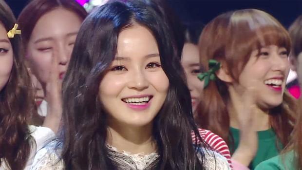 Hội idol vô duyên đệ nhất Kpop: Từ hám fame đến vô lễ với tiền bối trên sân khấu nhận cúp hàng tuần - Ảnh 17.