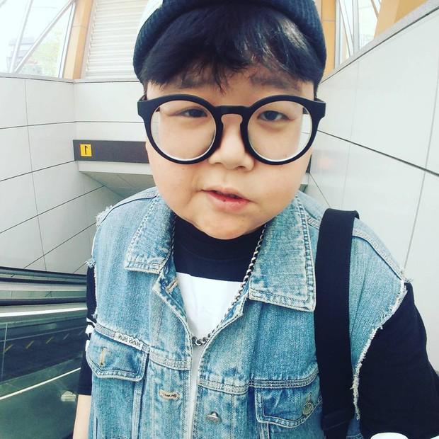 Mắc hội chứng lạ, thanh niên Hàn Quốc dù đã 30 nhưng lại mang hình hài của một cậu nhóc mặt búng ra sữa - Ảnh 7.