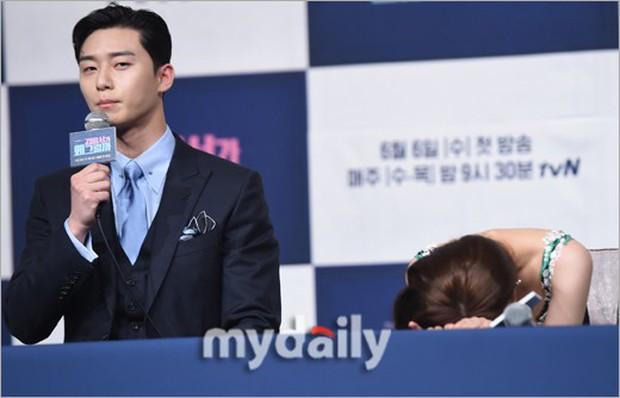 Chính thức trở lại, Park Min Young đẹp choáng ngợp và khoe vòng 1 siêu khủng bên tài tử Park Seo Joon - Ảnh 21.