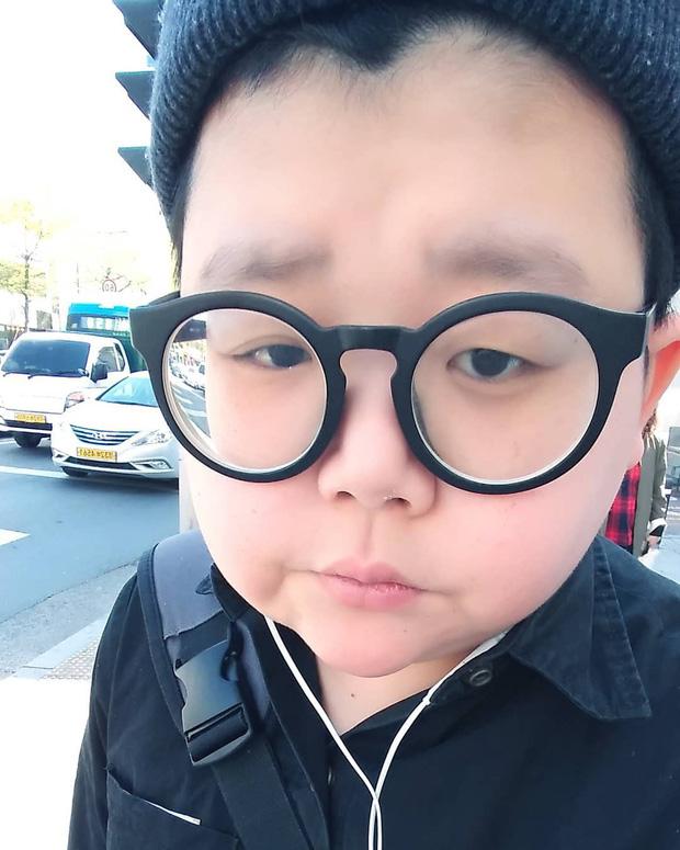 Mắc hội chứng lạ, thanh niên Hàn Quốc dù đã 30 nhưng lại mang hình hài của một cậu nhóc mặt búng ra sữa - Ảnh 10.