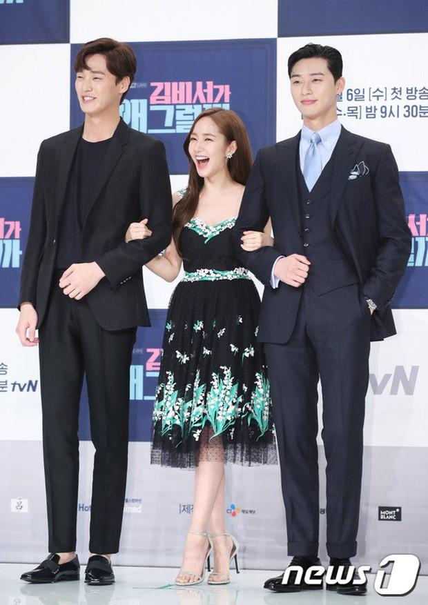 Chính thức trở lại, Park Min Young đẹp choáng ngợp và khoe vòng 1 siêu khủng bên tài tử Park Seo Joon - Ảnh 27.