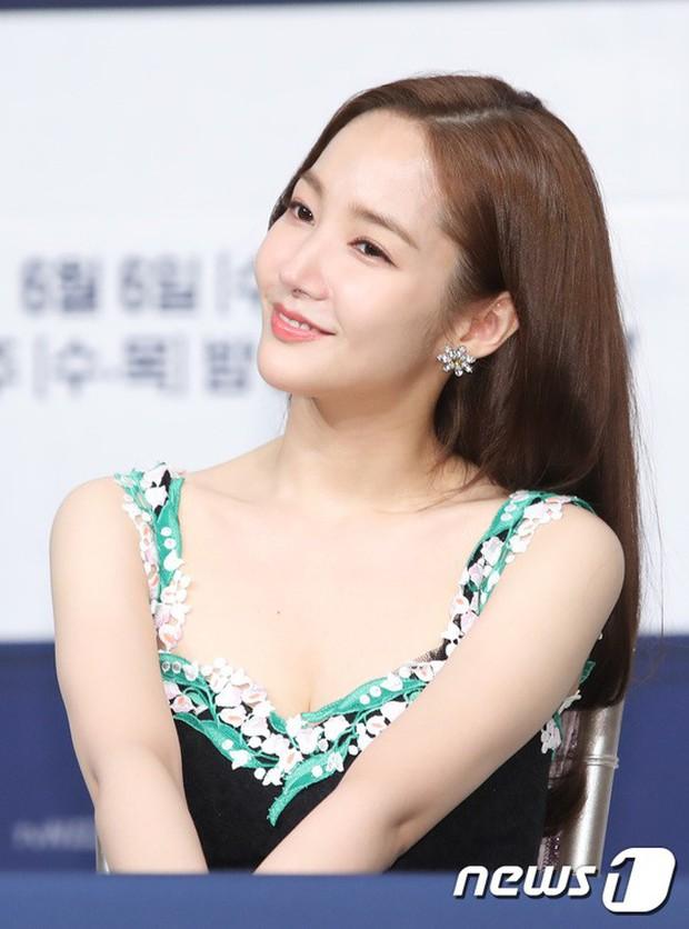 Chính thức trở lại, Park Min Young đẹp choáng ngợp và khoe vòng 1 siêu khủng bên tài tử Park Seo Joon - Ảnh 9.