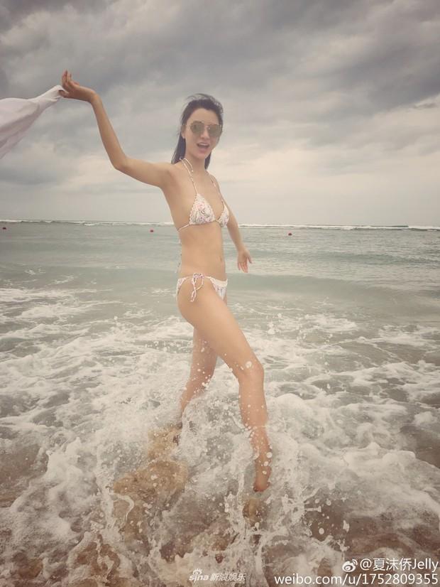 Đạo diễn vướng scandal tấn công tình dục Trịnh Sảng lộ ảnh hẹn hò với mỹ nhân bốc lửa đáng tuổi cháu - Ảnh 4.