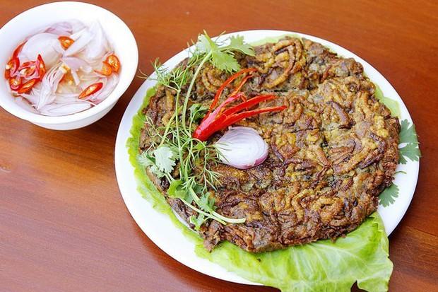 Rết rán Thanh Đảo, mọt cọ Châu Phi hay nhện chiên Campuchia - những món ăn nhìn thì phát sợ nhưng vẫn thành đặc sản của nhiều địa phương - Ảnh 2.