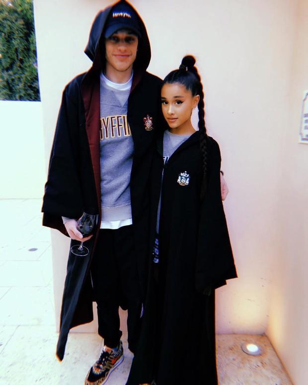 Ariana Grande và bạn trai mới công khai hẹn hò sau khi cô chia tay người yêu cũ chưa bao lâu - Ảnh 1.