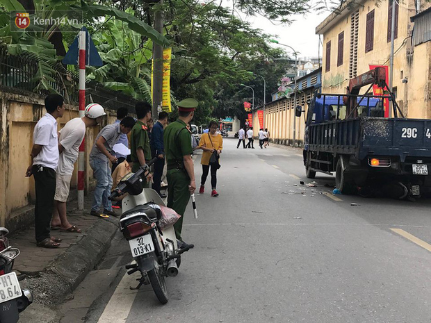 Tài xế xe tải khai nhận nghe điện thoại vào thời điểm gây tai nạn khiến 3 mẹ con thai phụ tử vong tại Hà Nội - Ảnh 2.