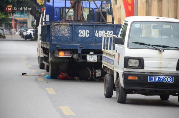 Tài xế xe tải khai nhận nghe điện thoại vào thời điểm gây tai nạn khiến 3 mẹ con thai phụ tử vong tại Hà Nội - Ảnh 1.