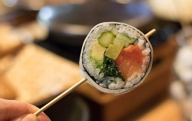 Ăn mãi không sợ sâu răng với những que kẹo mút làm từ sushi độc lạ này - Ảnh 3.