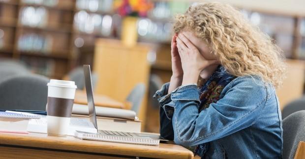 Ngủ trưa dậy thấy đau đầu có thể là do bạn đã phạm phải một số sai lầm sau - Ảnh 3.