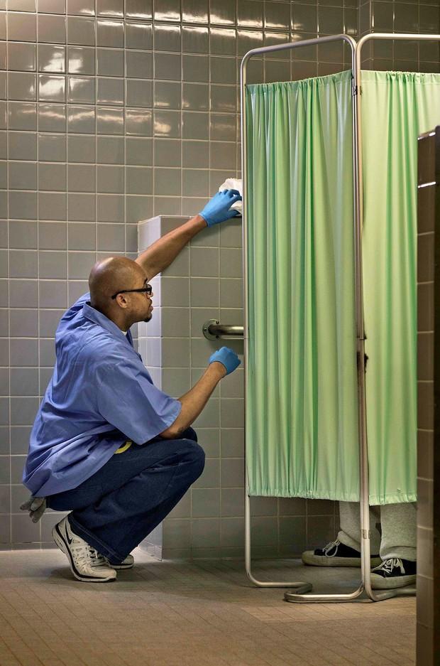 Chuyện cảm động sau song sắt trại giam Mỹ: Những tù nhân chuyên chăm sóc vỗ về người hấp hối - Ảnh 5.