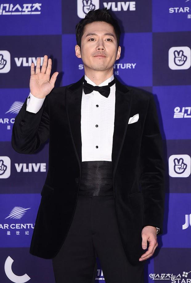 Thảm đỏ Baeksang 2018 chính là sân chơi thời trang sang chảnh cho celeb xứ Hàn - Ảnh 6.
