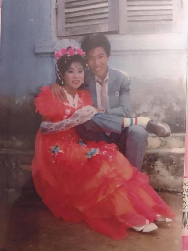 Cư dân mạng rủ nhau khoe ảnh cưới của bố mẹ ngày xưa: cô dâu cực xinh còn chú rể phong độ ngút trời - Ảnh 20.
